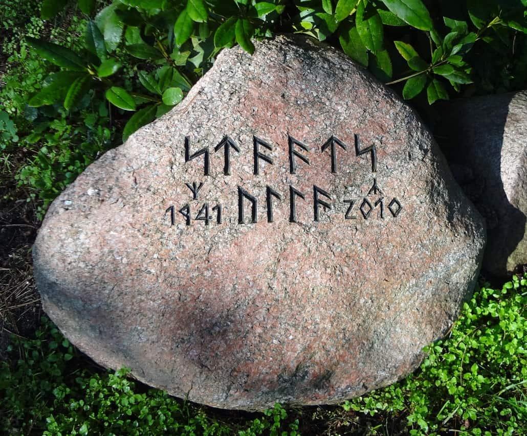 Typografie auf Grabsteinen